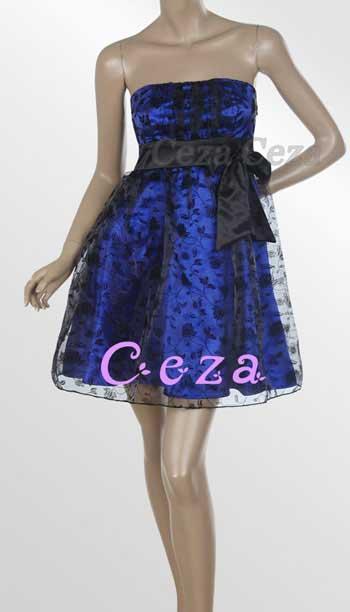 176f1119bb60 Pen kort stroppeløs kjole. - Uavtagelig butterfly ved brystet. - Kjolen har  polstrede skåler