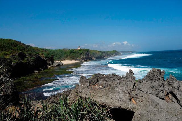 Pantai Sundak Gunungkidul, Sunrise dan Pesona Alami yang Mempesona