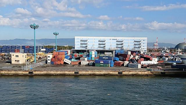 大阪港のコンテナヤード