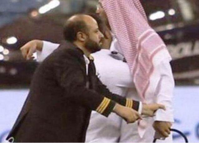 أمير سعودي يتعرض للضرب من مقيمين في الرياض لهذه الاسباب