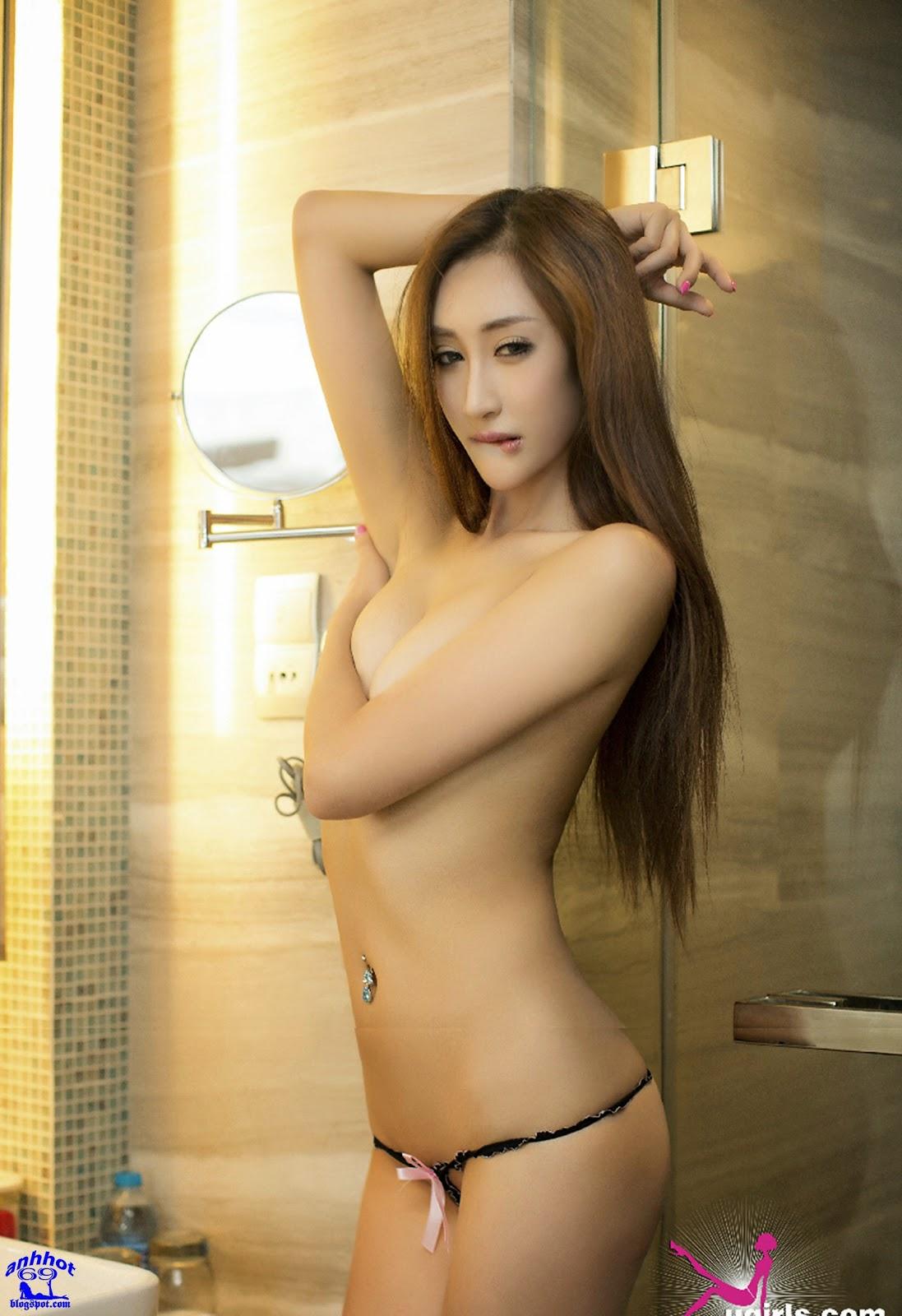 [Ugirls-1412181650] - Phòng tắm trong suốt!