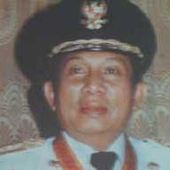 Foto Soenandar Prijosoedarmo Mantan gubernur Jawa Timur 8