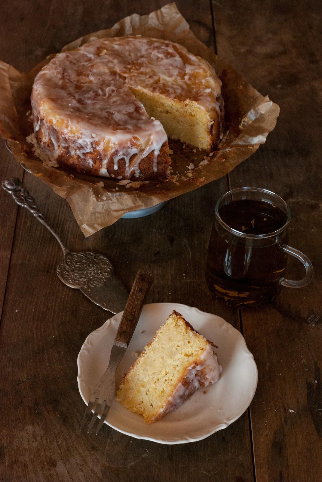 Bezglutenowe ciasto z cukinią i lukrem cytrynowym