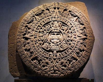 Calendario Azteca, rasgos similares a las Gorgonas Etruscas