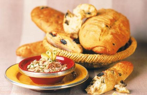خبز بالزيتون الأسود