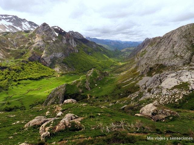 Vista del Valle del Lago, Lagos de Salencia, Parque Natural de Somiedo, Asturias
