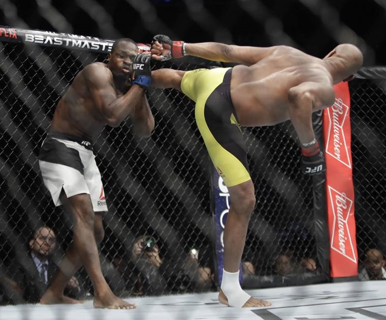Anderson Silva volta a vencer no UFC