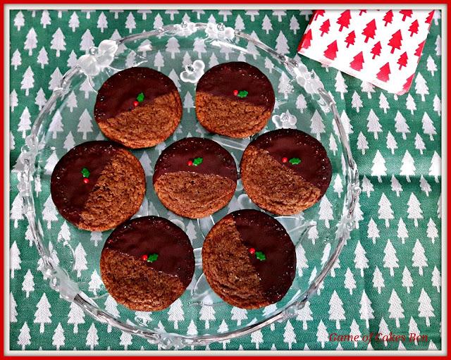 Galletas de jengibre y melaza con decoración navideña