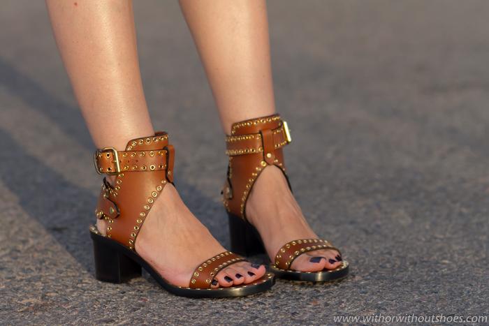 Influencer blogger adicta a los zapatos caros