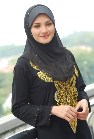 Kreasi Jilbab Segi Empat Untuk Ibu-Ibu Model Terbaru