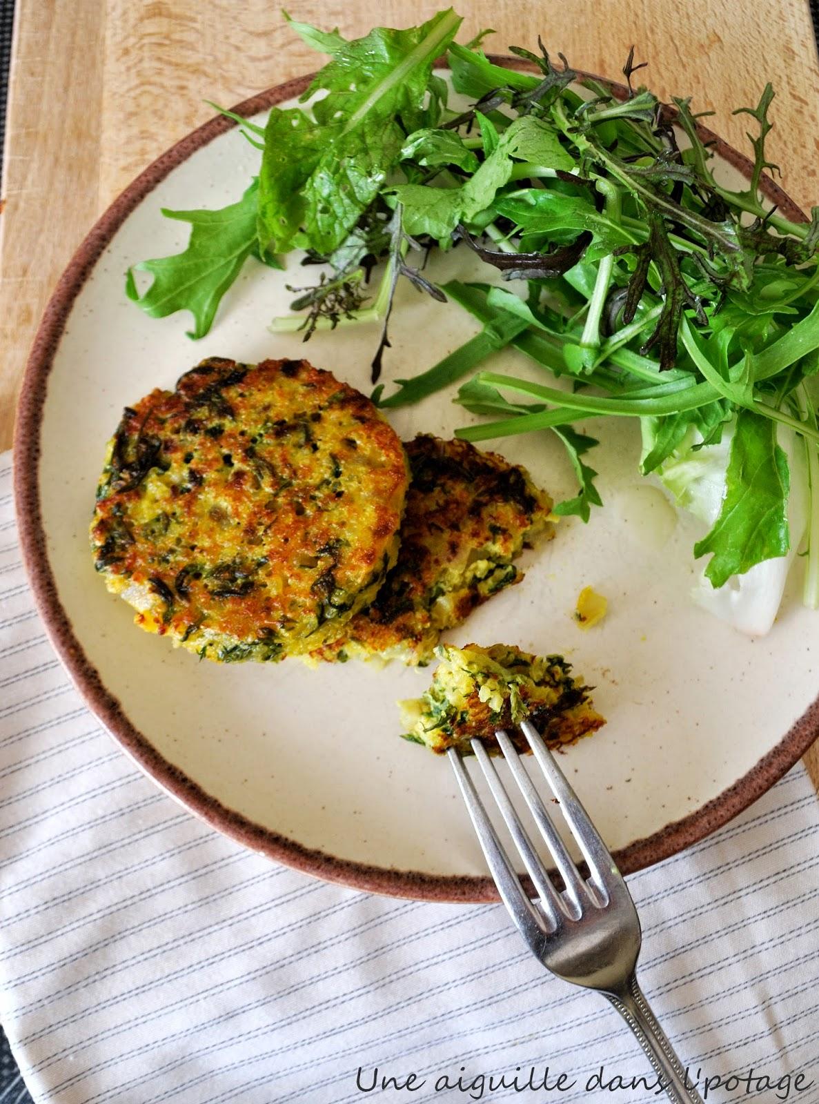 une aiguille dans l' potage: galettes de quinoa aux fanes de carotte