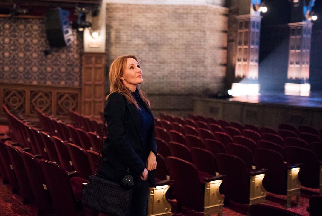 J.K. Rowling visitou o teatro de Harry Potter em Nova York.