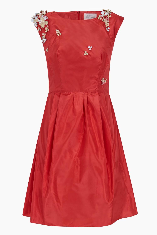 3592beb04 Esta página web ofrece vestidos especiales en cualquier época del año.