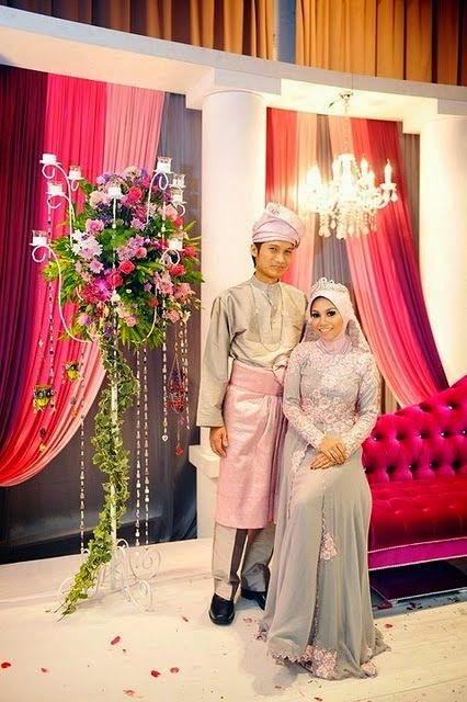 Contoh Kebaya Pengantin Muslim Couple