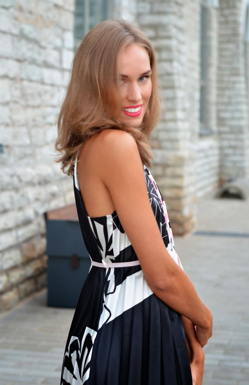 pleated black white dress