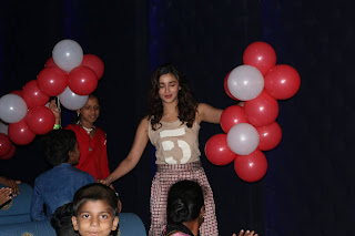 Alia Bhatt Looks super cute in a T Shirt and Parallels Celeting Children Day with Dharavi Kids