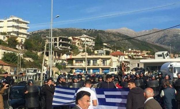 Επίδειξη δύναμης από τα Τίρανα με κατεδαφίσεις ελληνικών ακινήτων στη Χειμάρα