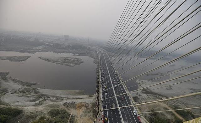 Death of another bike rider on Delhi's signature bridge, three people were killed in 2 days