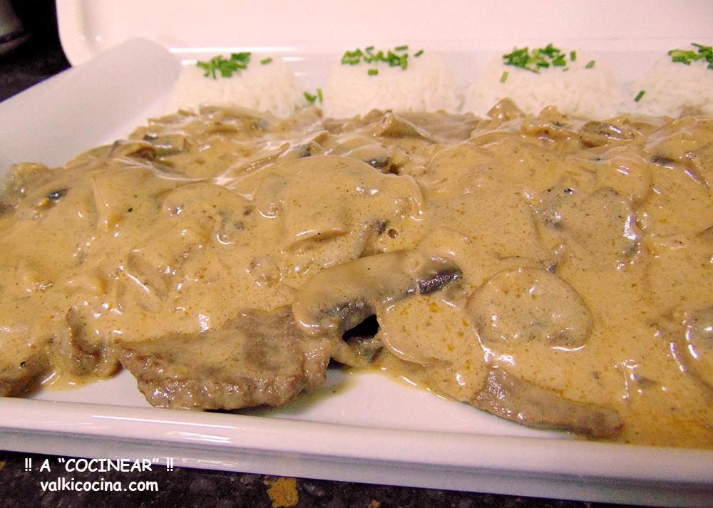 Escalopines de ternera en salsa strogonoff a cocinear recetas - Salsa para ternera a la plancha ...