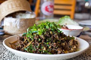 Semut Merah Goreng Serta 5 Makanan Aneh Di Thailand