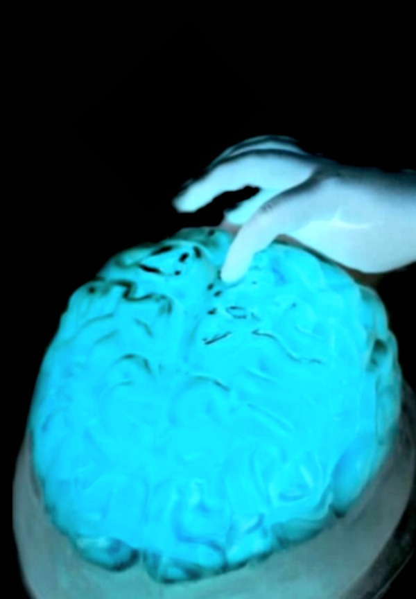 GLOWING JELLO BRAINS!!  Grossly delicious & oh so fun! (easy recipe)