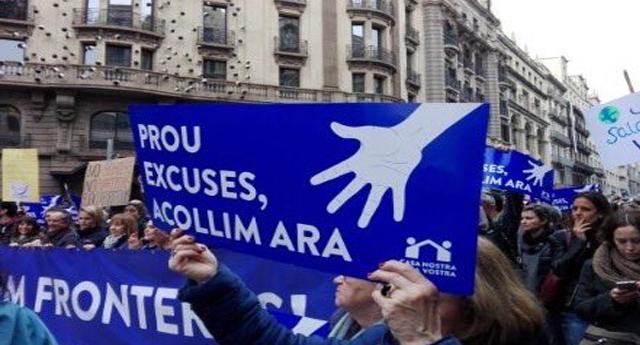 Barcelona convocó una multitud en favor de los refugiados; el PP ausente