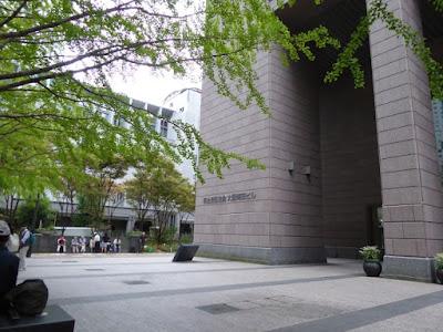 梅田:明治安田生命ビル前広場
