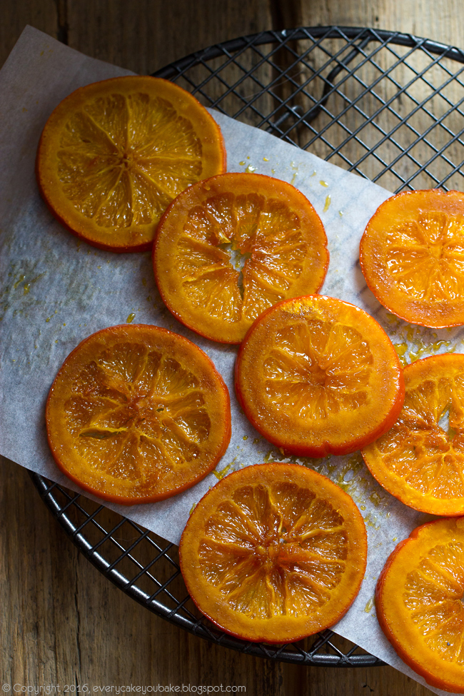 ciasto pomarańczowo-makowe z syropem i kandyzowanymi pomarańczami