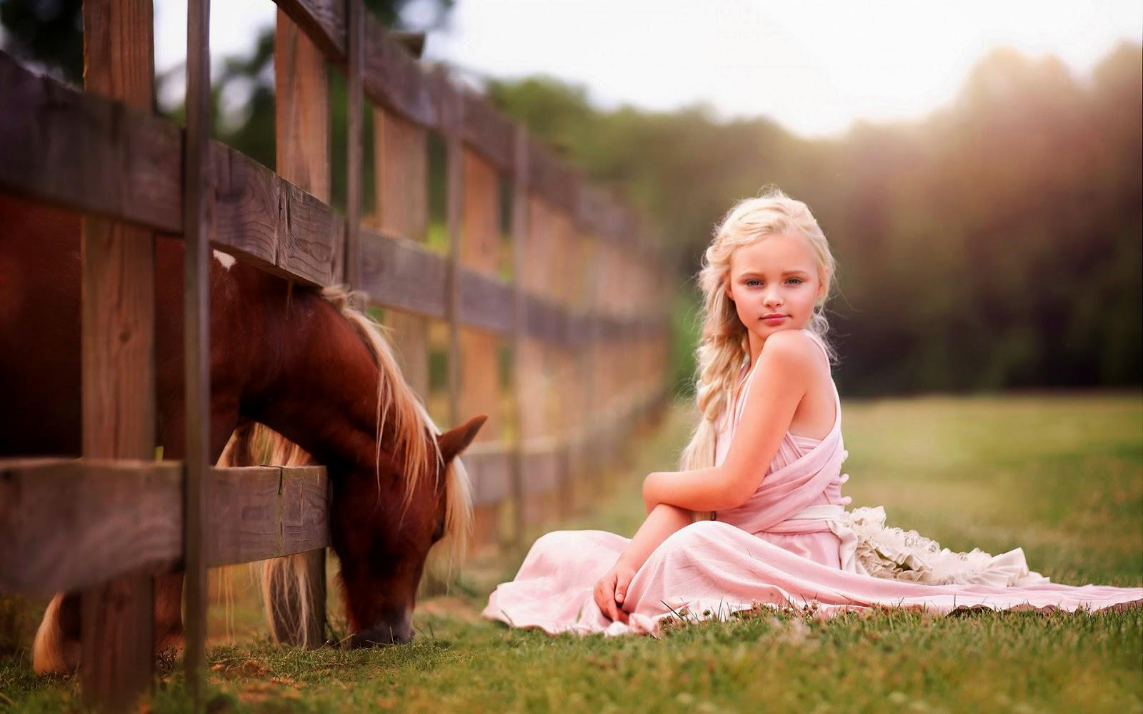 Meisje met paard op de foto