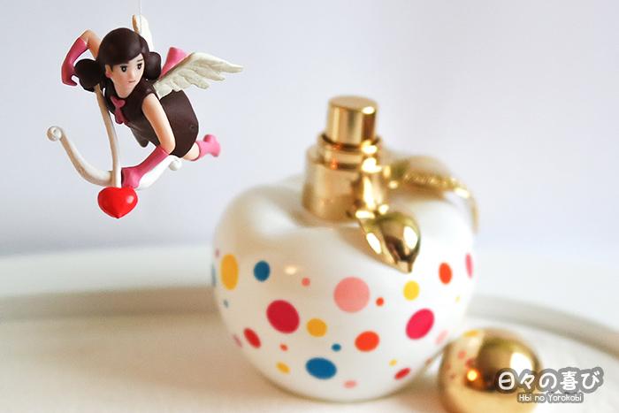fuchiko ange saint valentin et bouteille de parfum nina pop