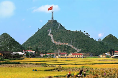 Tour-Ha-Noi-Ha-Giang-Sapa-4-ngay-3-đêm-Cột Cờ Lũng Cú
