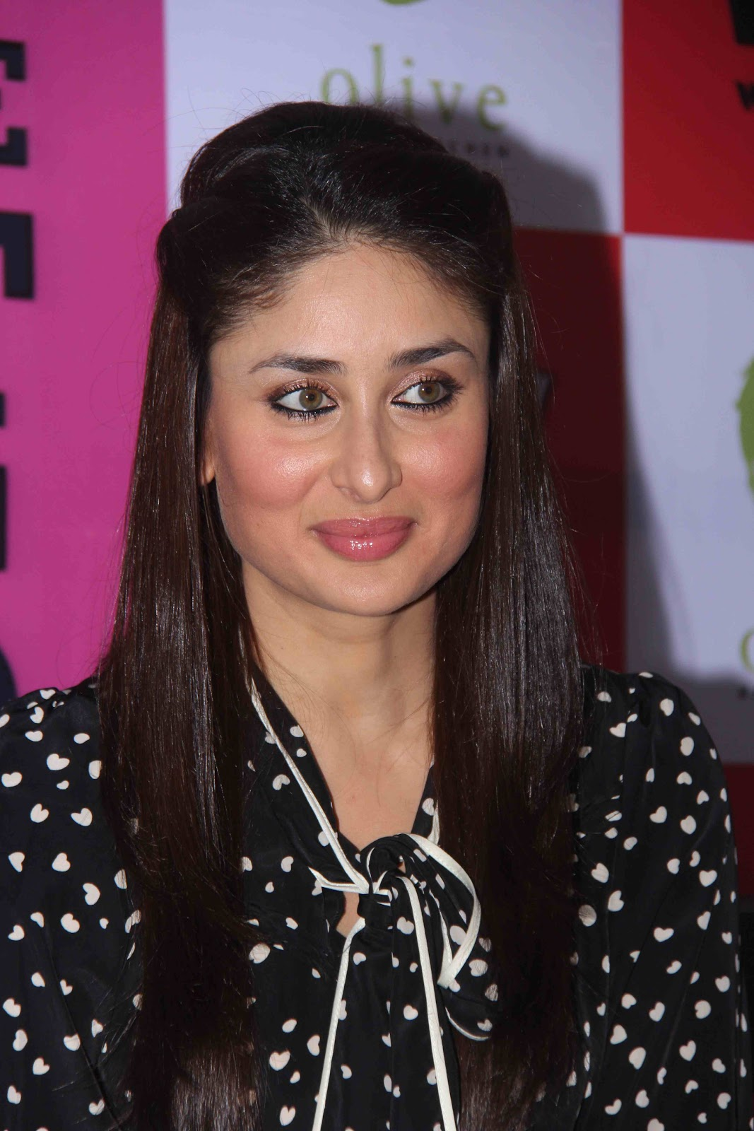 High Quality Bollywood Celebrity Pictures Kareena Kapoor -1120