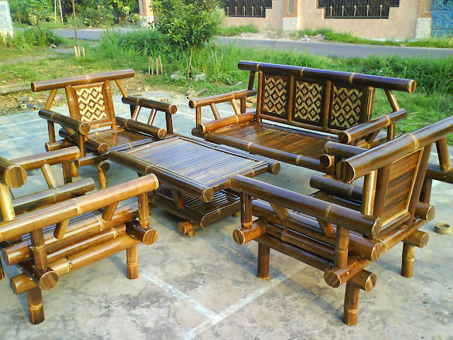 Kursi taman dari bambu