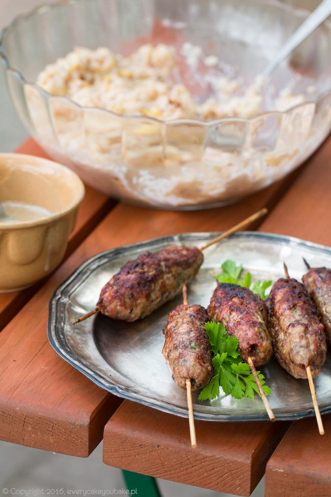 turecki kofta kebab - grillowane szaszłyki z mięsa mielonego