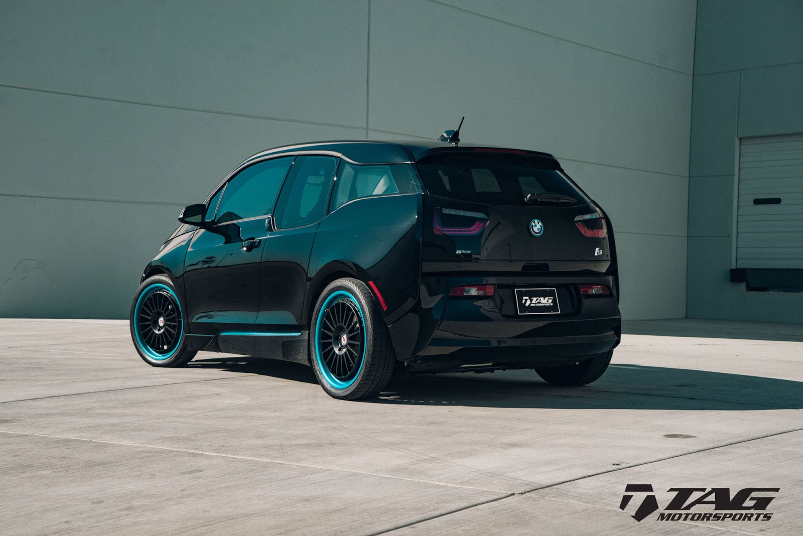 bmw i3 looks intriguing with hre wheels carscoops. Black Bedroom Furniture Sets. Home Design Ideas