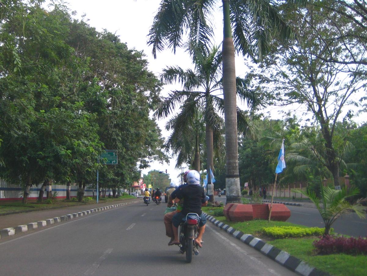 우다야나 거리의 오토바이