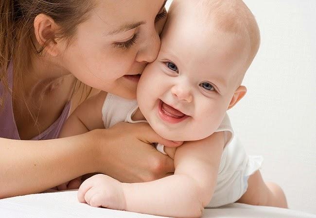 Joli Photo de bébé avec nounou