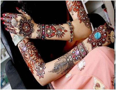 Glittered Karva Chauth Mehndi Designs