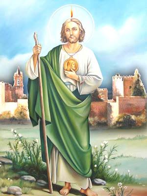 Imagen de San Judas Tadeo, apoyado en la vara y mostrando el medallon.