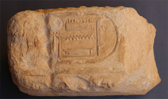 Pedra encontrada nas ruínas do templo de Ramses no Egito