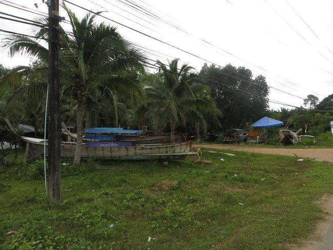 Старый лодки на берегу Таиланд