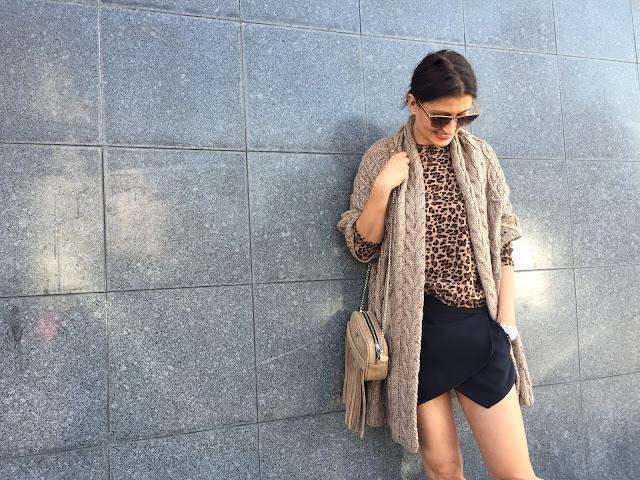 poznań streetstyle, street style, blog modowy, moda jesień, street style jesień, jak nosić swetry, swetry, swetrzyska, my-bag, frędzle, torba z frędzlami, panterka, panterkowe dodatki,