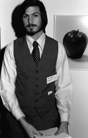 Foto de Steve Jobs con camisa y corbata