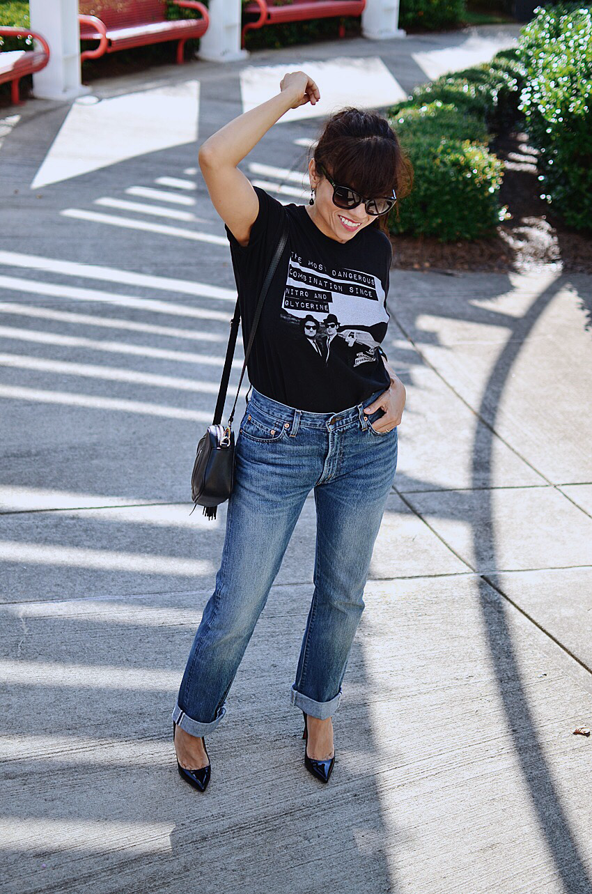 How to wear graphic t-shirt and jeans combo
