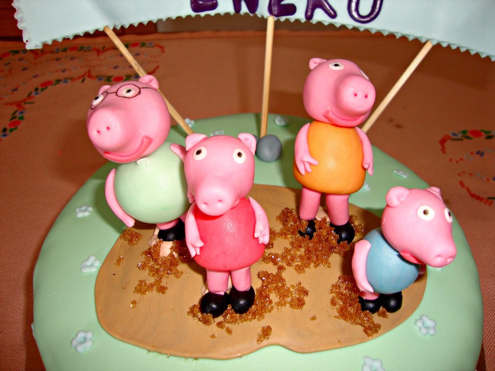 Familia Peppa Pig en charco de barro de fondant