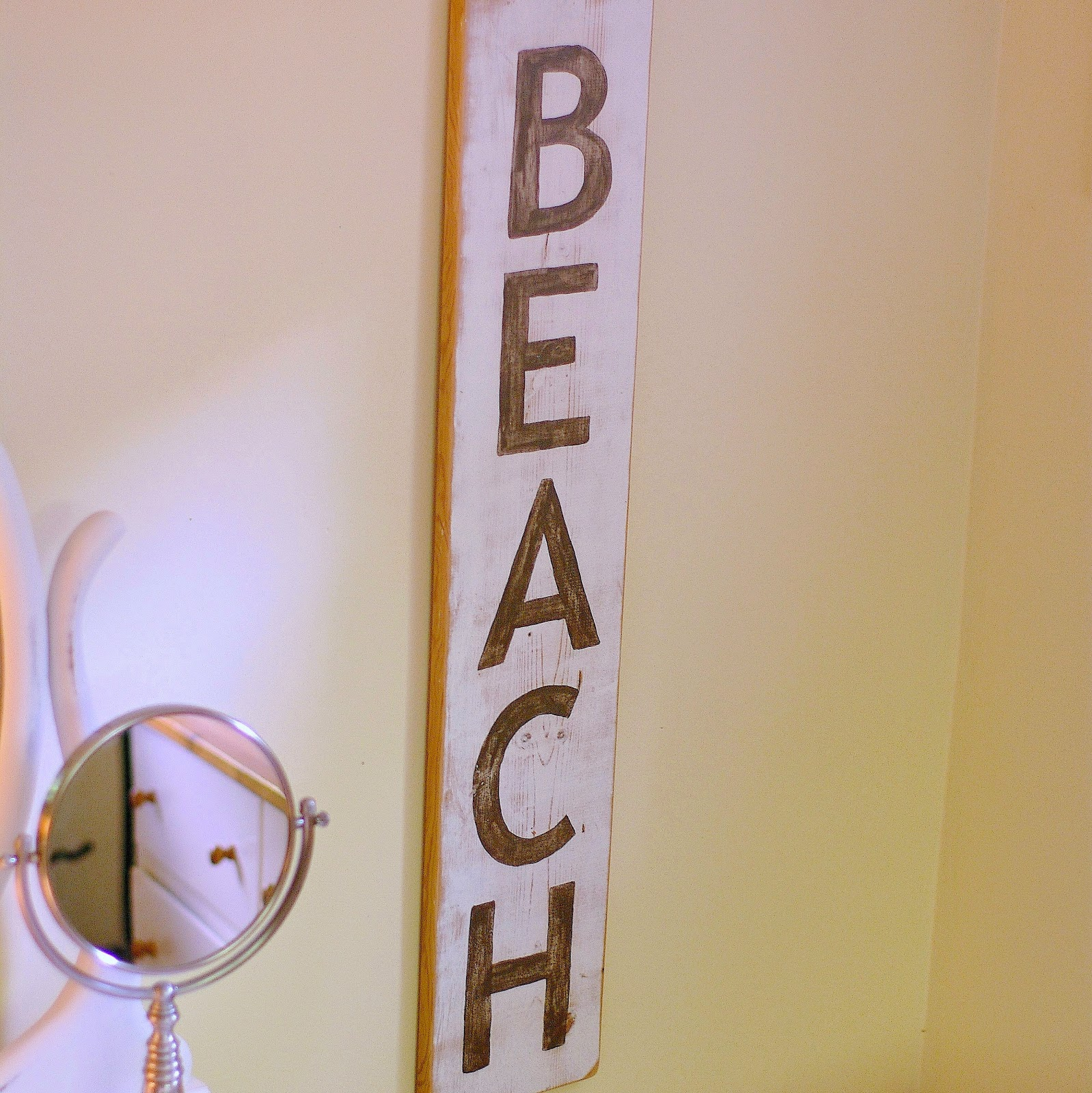 www.sewsweetvintage.com how to make a beach sign