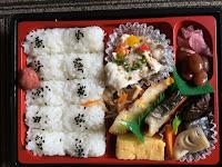 Danie z supermarketu, grillowana ryba, marynowane warzywa