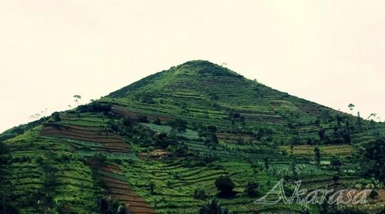 mitos gunung sadahurip