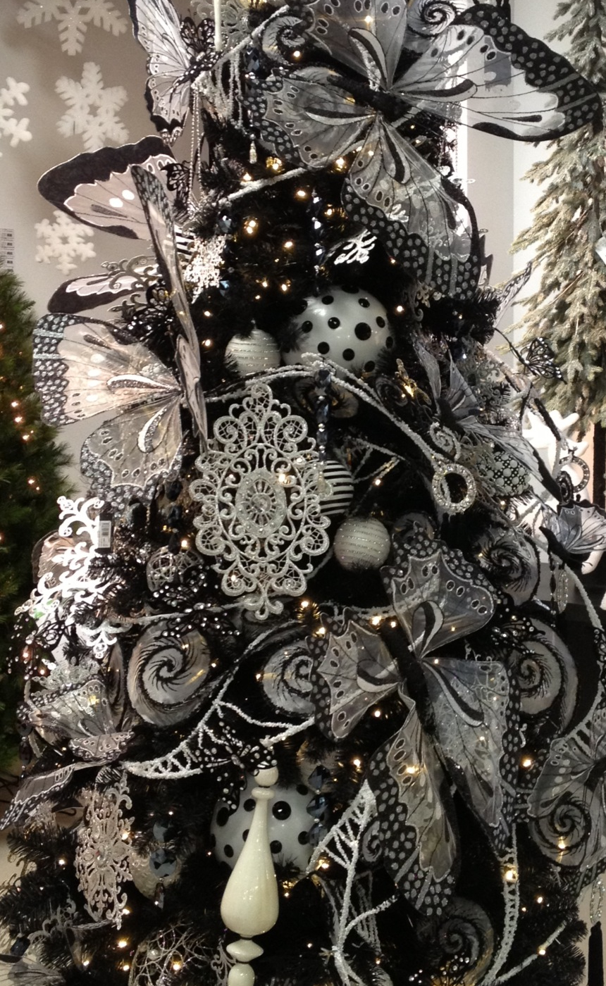 Stunning Black and White Christmas Tree