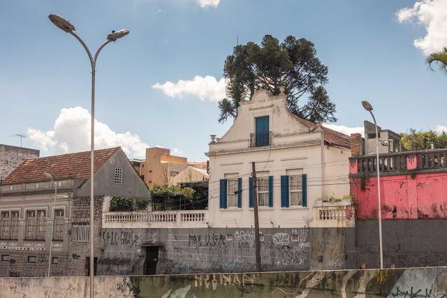 Uma casa bem antiga na Augusto Stelfeld